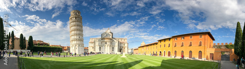 Fototapeta PISA - OCTOBER 10, 2016: Tourists in Square of Miracles
