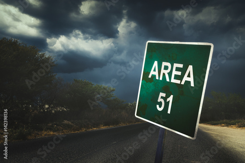 Photo sur Toile UFO Area 51 sign on a road with dramatic lighting