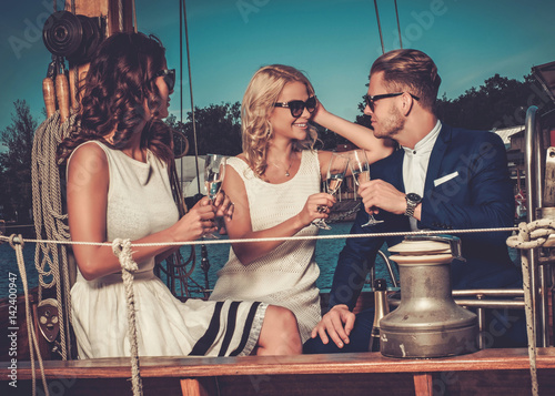 Fotografia  Stylish wealthy friends having fun on a luxury yacht