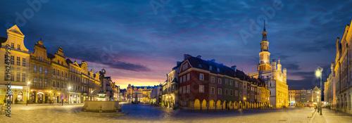Obraz na dibondzie (fotoboard) Główny plac starego miasta w Poznaniu, Polska, Noc panorama starego miasta.
