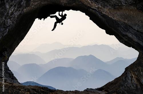 sıradağlar bölgesi ve mağara tırmanışı Fototapeta