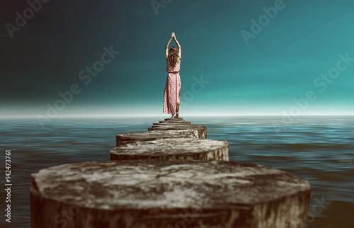 Fotografía  Frau entspannt am Meer.