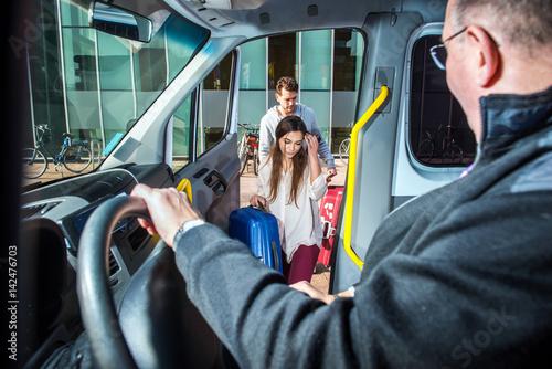 Minivan Taxi Pick up