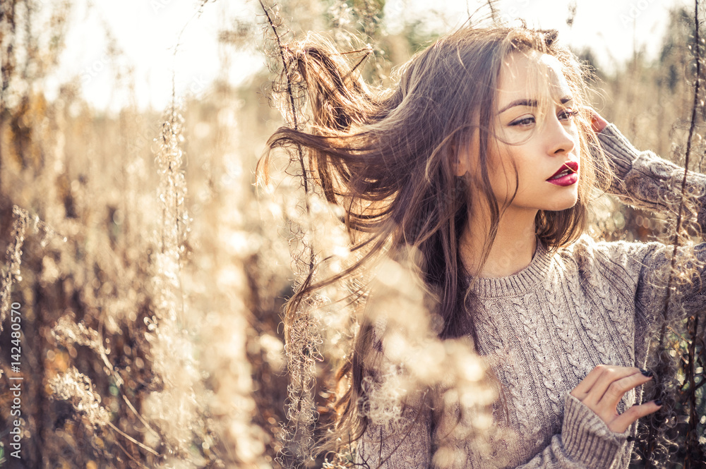 Fototapeta Fashion beautiful lady in autumn landscape
