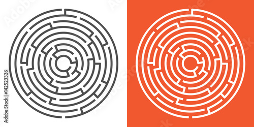 Fotomural Round maze isolated on white and orange backgrounds