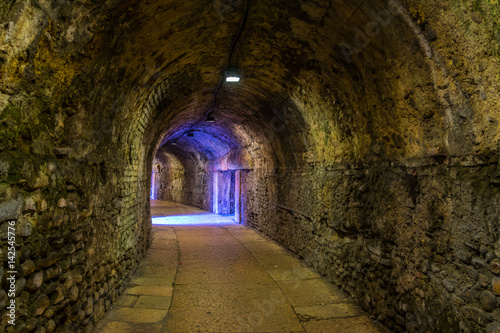 Papiers peints Tunnel View of a tunnel inside of the roman arena in the Italian city Verona.