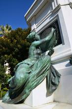 Femme Au Pied De La Statue D'André Massena, Nice
