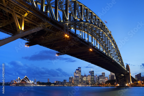 Harbour Bridge and Sydney skyline, Australia at night © sara_winter