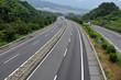 交通量の少ない、ガラガラの高速道路