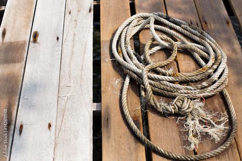 Keuken foto achterwand Schip Rope on wood dock