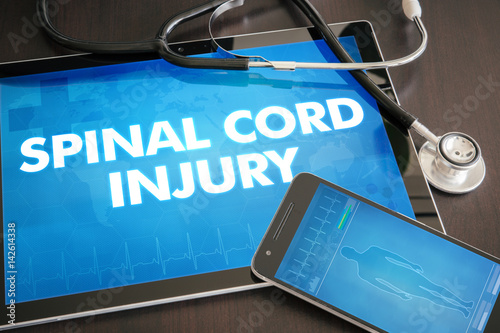 Fotografía  Spinal cord injury (neurological disorder) diagnosis medical concept on tablet s