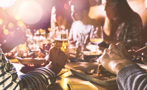 Mit Freundem beim Essen