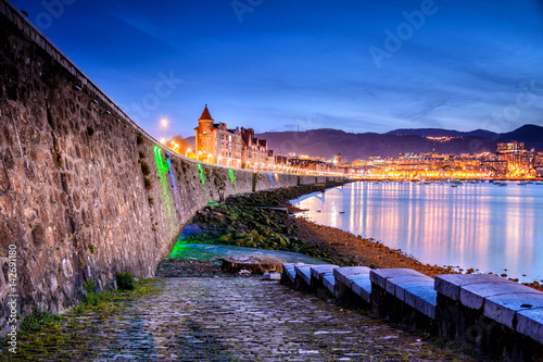Photo sur Toile Aubergine sundown at getxo coastline, Spain