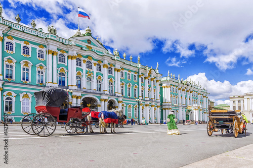 Papiers peints Con. ancienne horse-drawn carriages on the Palace Square in St. Petersburg