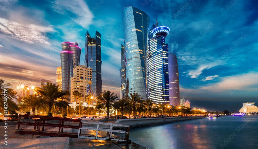 Fototapeta Doha City in Katar bei Sonnenuntergang