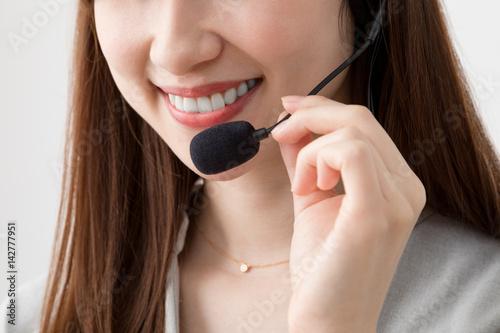 Fotografie, Obraz  オペレーターの女性、電話、ノートパソコン、窓口、対応
