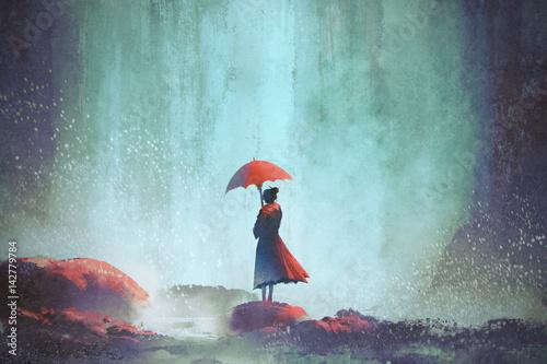 kobieta-z-parasolem-stojac-przed