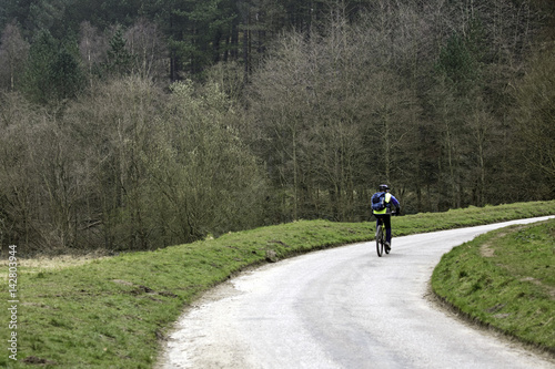 Foto op Plexiglas Fietsen Cycling in the Derbyshire countryside