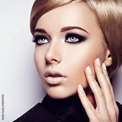 Obraz na plátne  Beautiful woman with fashion makeup of eyes