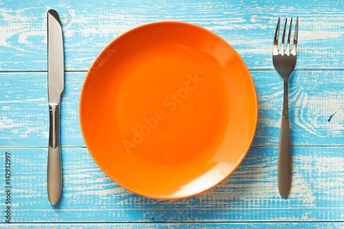 Zdjęcie XXL płyta, nóż i widelec na rustykalne tło
