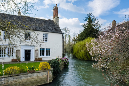 Picturesque Cottage beside the River Windrush in Witney