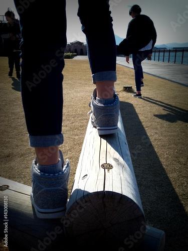 Fotografija  公園で遊ぶ人々のシルエット