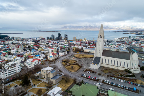 Fototapeta Aerial view of famous Hallgrimskirkja Cathedral and the city of Reykjavik in Ice