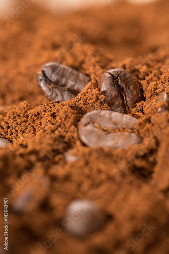 Foto op Canvas Klaprozen Mixology in action. Close up shot of roasted coffee beans mixed with grounded coffee.