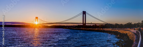 Photo  Panoramic sunset at the New York bridge