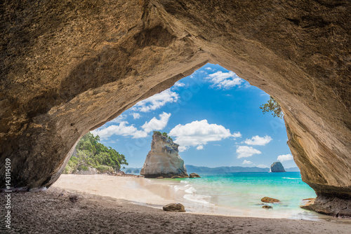 Tuinposter Cathedral Cove Te Whanganui-A-Hei (Cathedral Cove) Marine Reserve in Coromandel Peninsula North Island, New Zealand.