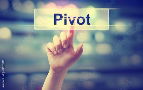 Fotografía  Pivot concept with hand