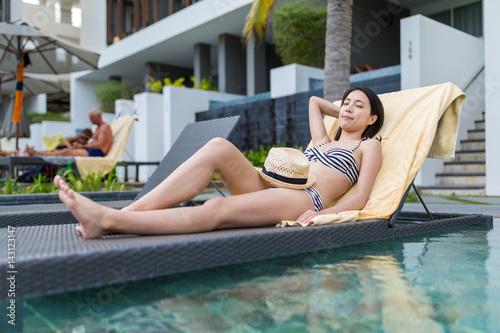 Fototapeta Woman enjoy sunbath obraz na płótnie