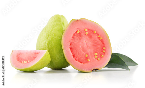 Montage in der Fensternische Fruchte Guava fruit with leaves