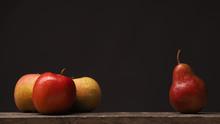 Drei Äpfel Und Eine Birne