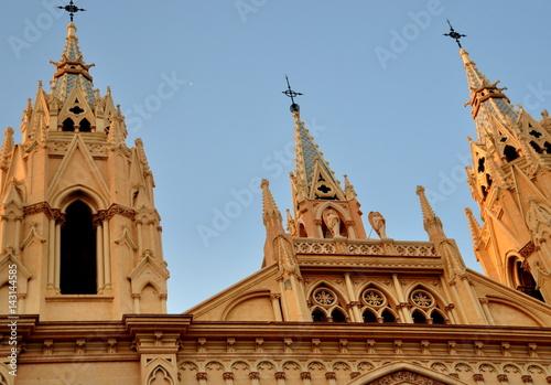 Palerme Spitze Türmchen der Basilika Santo Domingo vor strahlend blauem Himmel