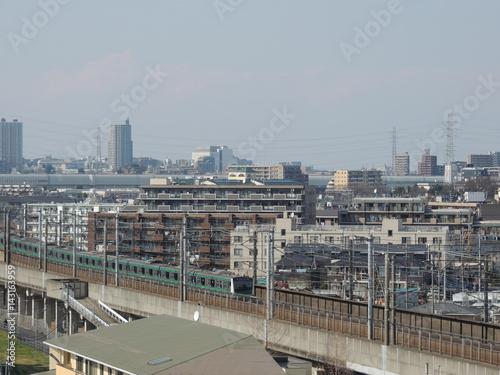 高架線と街並み