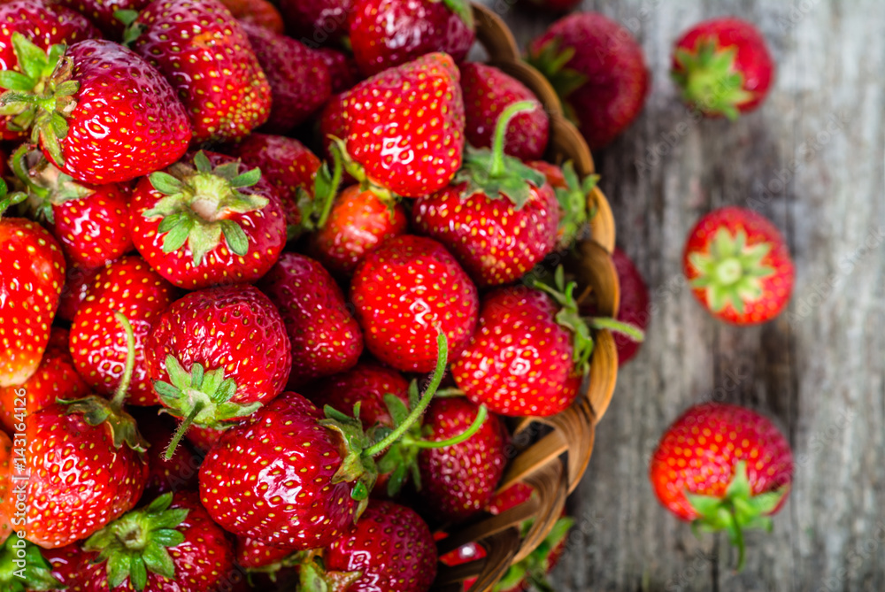 Fototapety, obrazy: Fresh strawberries in the basket, fruits on farmer market table