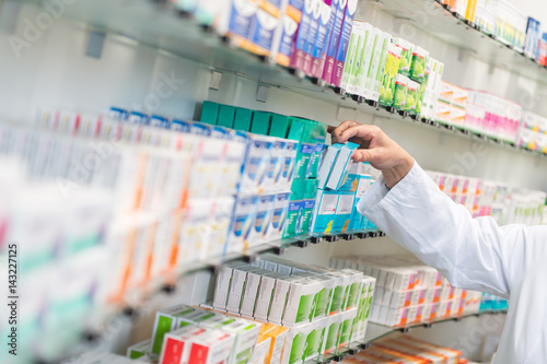 Photo sur Aluminium Pharmacie Medikamente in einer Apotheke