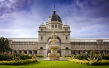 Royal Exhibition Building Behind Carlton Gardens In Melbourne, Victoria, Australia. First Building In Oz To Be Awarded UNESCO World Heritage Status. One Of Last Remaining 19thC Exhibition Buildings.