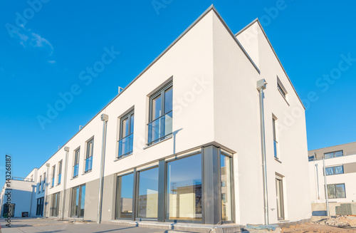 Exklusive Flachdach Hauser Im Bau Buy This Stock Photo And Explore