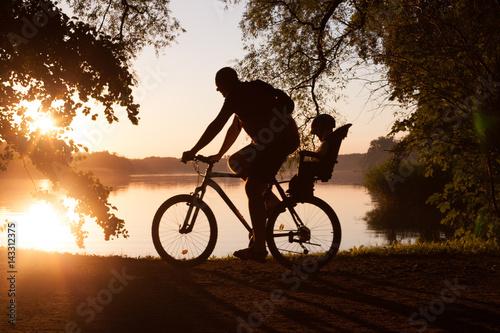Zdjęcie XXL Rodzina na przejażdżce rowerowej