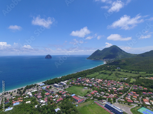 La pose en embrasure Kaki Recif de corail et lagon sur une ile de la Caraibe, Martinique