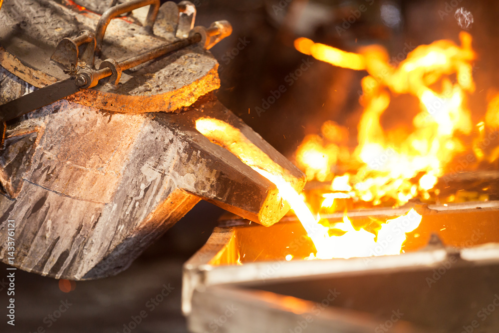 Fototapety, obrazy: perator pouring molten metal in automatic casting line in foundry factory