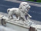 Lion de pierre.