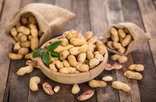 Fresh Organic Peanuts In The B...