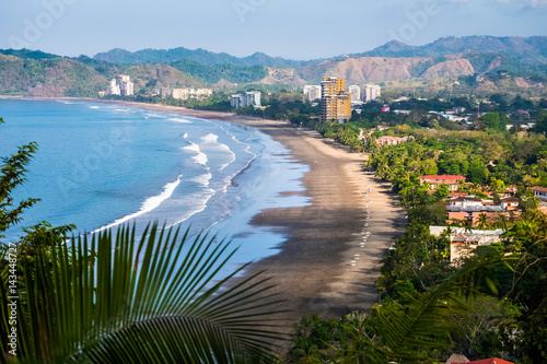 Photo  Tropical wide sandy beach of the town of Jaco, Costa Rica