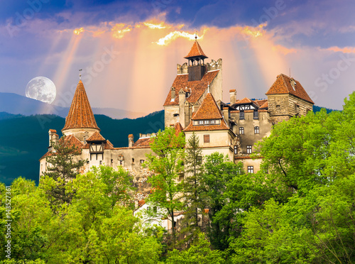 Photographie  Beautiful and old architecture of the famous Dracula castle in Bran town