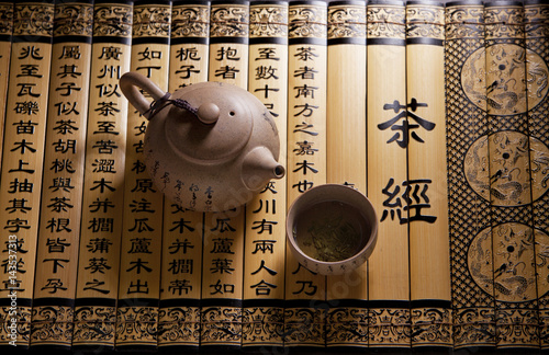 Leinwand Poster Traditional tea ceremony accessories, teapot and teacup with chinese poetry back