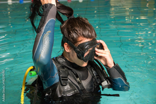 Foto op Aluminium Duiken scuba diving course pool teenager girl with instructor