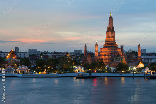 Poster Bangkok Wat Arun temple along with Bangkok river Thailand Landmark after sunset background
